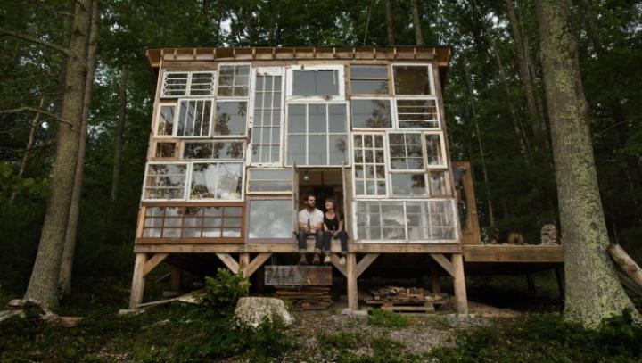 Un cuplu american și-a construit casa visurilor cu doar 500 de dolari (VIDEO)
