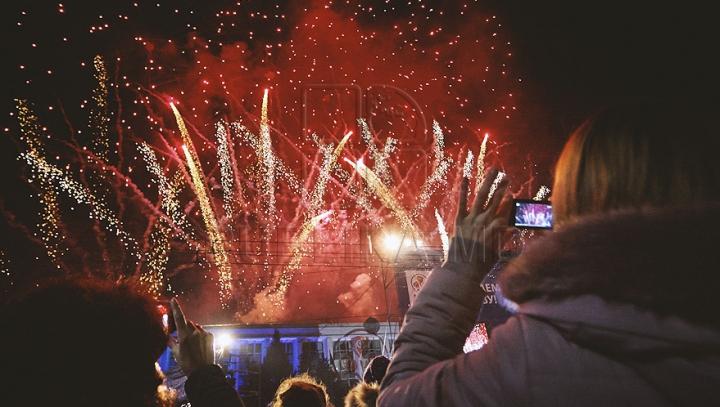 Spectacol de excepţie! GALERIE FOTO cu ploaia de stele din centrul capitalei