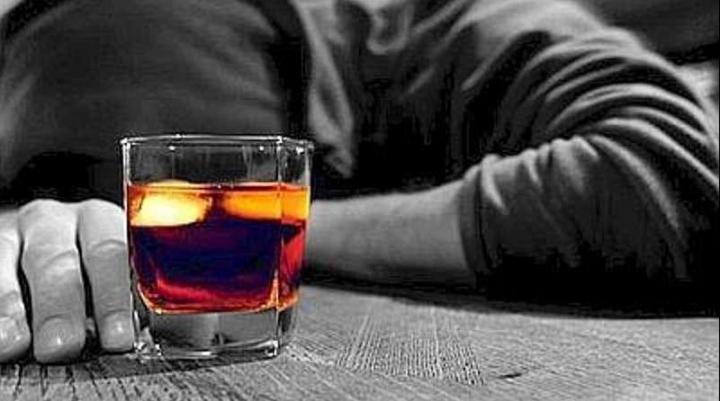 Consumul excesiv de alcool, în vizorul autorităţilor. Ce soluţii vor fi implementate pentru prevenirea şi combaterea fenomenului din ţara noastră