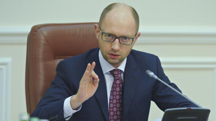 Iaţeniuk învinuiește Moscova pentru catastrofa umanitară în estul Ucrainei