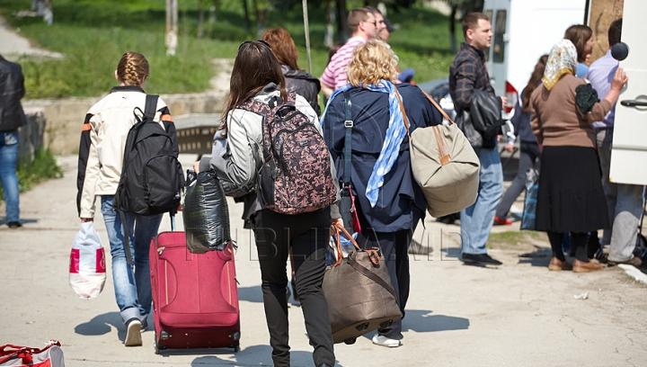 Au rămas fără mii de lei şi cu problemele nesoluţionate. Cum au fost ÎNŞELAŢI emigranţii moldoveni din Rusia