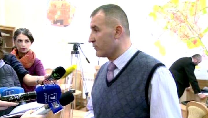 Refugiaţii din Primăria Chişinău, evacuaţi cu forţa de mascaţi