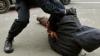 (VIDEO) Noapte VIOLENTĂ în capitală! Un tânăr A MURIT, iar alţii au ajuns la spital în urma unei BĂTĂI