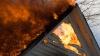 Incendiu în Drochia. O casă în care se afla un copil de opt ani a fost cuprinsă de flăcări (VIDEO)