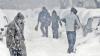 România este sub cod galben de ninsori. Zăpadă a creat haos pe drumuri (VIDEO)