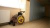 Un vis pentru trei! Doi tineri vor să construiasă o maşină pentru prietenul lor, aflat în scaunul cu rotile