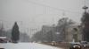 Frig şi ninsori în prima zi de weekend. Şoferii sunt avertizaţi să-şi echipeze maşinile