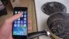 Experimentul pe care nu trebuie să-l faci! Ce se întâmplă dacă fierbi un iPhone 6 în Coca Cola (VIDEO)