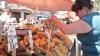 AGITAŢIE la pieţele din Chişinău. Oamenii vor să nu lipsească nimic de pe masa de Crăciun