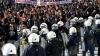 Lupte stradale în Elveţia. Sute de activişti anarhişti înarmaţi cu bare metalice au devastat centrul Zurich-ului