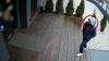 ÎL RECUNOŞTI? O cameră de supraveghere a filmat fapta ilegală a acestui tânăr (VIDEO)