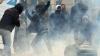 Un eveniment cultural din Europa, umbrit de violenţe. Manifestanţii au aruncat petarde spre poliţişti