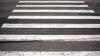 """A scăpat ca prin minune! Mulţi şoferi din Chişinău nu acordă prioritate oamenilor de pe """"zebre"""""""