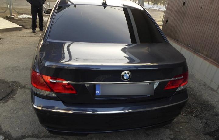 Un ucrainean a vrut să ajungă în Moldova la volanul unui BMW. Ce trecut sumbru are maşina