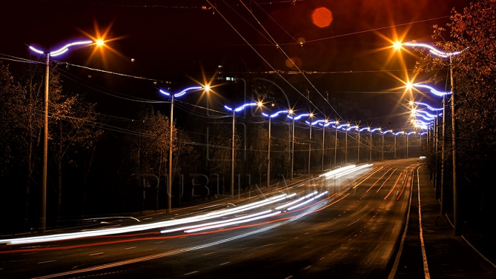 Feerie pe străzile capitalei. Cum arată Chişinăul nocturn în ajunul sărbătorilor de iarnă (GALERIE FOTO)