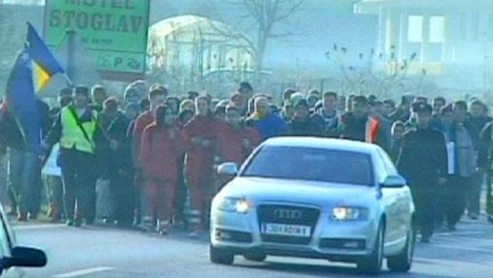 Sute de bosniaci au protestat la graniţa cu UE. Care le-au fost revendicările