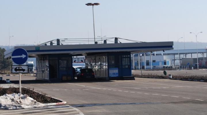 Trei moldoveni au rămas fără maşini la frontieră. Ce încălcări au comis