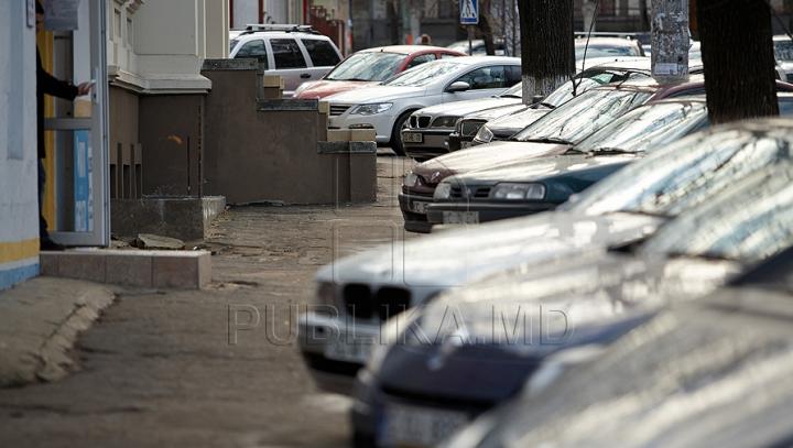 Dimineață cu ghinion. Cum și-au găsit automobilele trei șoferi din capitală (FOTO)
