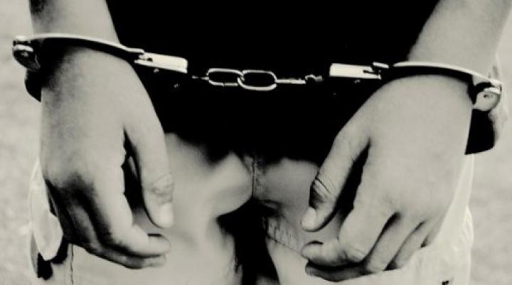 REŢINERE în stradă! Un bărbat din Chişinău a fost escortat la Inspectoratul de Poliţie Ciocana