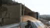 Cotitură PERICULOASĂ! Un camion de mare tonaj s-a răsturnat pe traseul Chișinău-Hâncești (VIDEO)