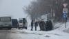 NENOROCIRE: Un microbuz cu pasageri, care venea de la Florești, s-a răsturnat pe şosea