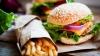 EXPERIMENT: Ce se întâmplă dacă ţii pe masă timp de doi ani sandvişuri fast-food (FOTO)