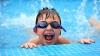 Rata copiilor imuni la boli respiratorii ar creşte dacă în şcoli s-ar practica ÎNOTUL