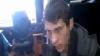 REŢINUT de poliţişti! Tânărul cu mască medicinală spune de ce a jefuit benzinăria din Bălţi (VIDEO)