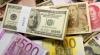 Dolarul câştigă teren în raport cu euro la bursele internaționale. Cum se explică fenomenul