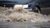O ţeavă spartă a inundat strada Vadul lui Vodă din capitală. Mai multe maşini au fost blocate