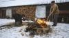 Porc sacrificat în ajunul Crăciunului. Cum se respectă tradiţia la Ghidighici