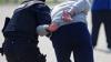 SCHEMĂ CRIMINALĂ, deconspirată de poliţişti. Doi indivizi au fost reţinuţi în flagrant (VIDEO)