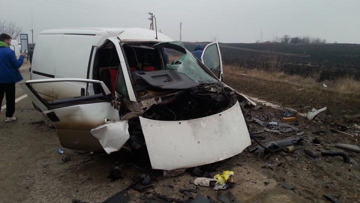 Accident grav pe traseul Chișinău – Bălți. Două maşini s-au lovit frontal (FOTO)