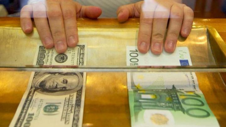 Un nou RECORD pentru EURO şi DOLAR. Care va fi cursul oficial stabilit de BNM