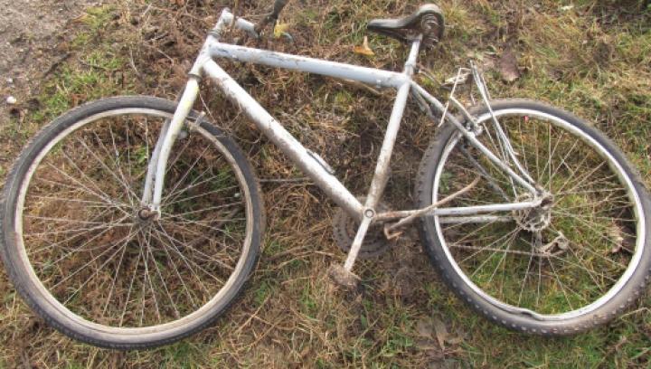 Un şofer care a accidentat un biciclist din Cahul şi l-a lăsat fără ajutor, identificat de poliţişti