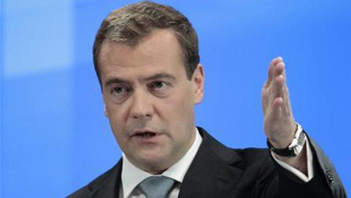 Ruşii iau cu asalt farmaciile. Premierul Medvedev a cerut să se pregătească rezerve naţionale