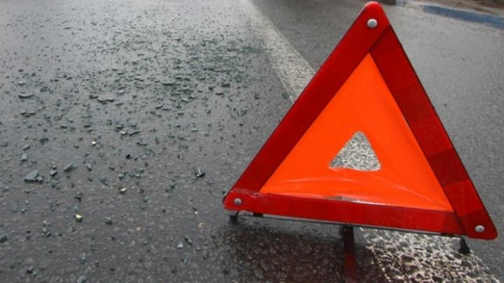 Accident matinal în capitală: O maşină a lovit un microbuz de linie (FOTO)