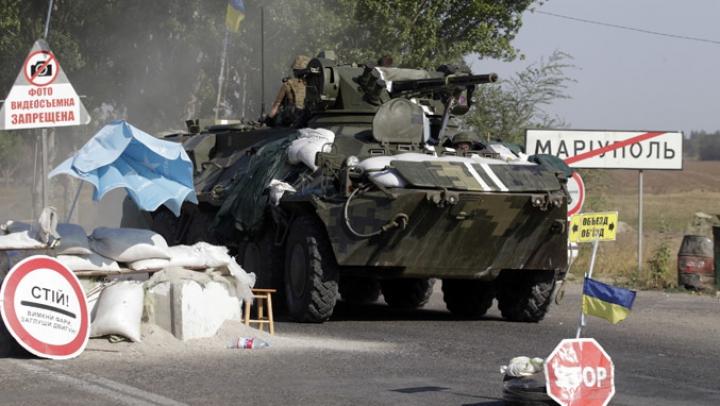 Forţele ucrainene anunţă că au ucis insurgenţi şi au distrus blindate în apropiere de Mariupol