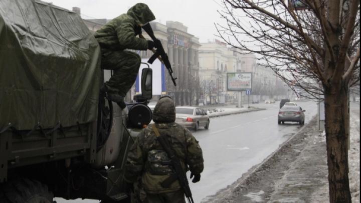TENSIUNE la Debalţevo: Insurgenţii anunţă că au încercuit militari ucraineni, dar Kievul neagă informaţia