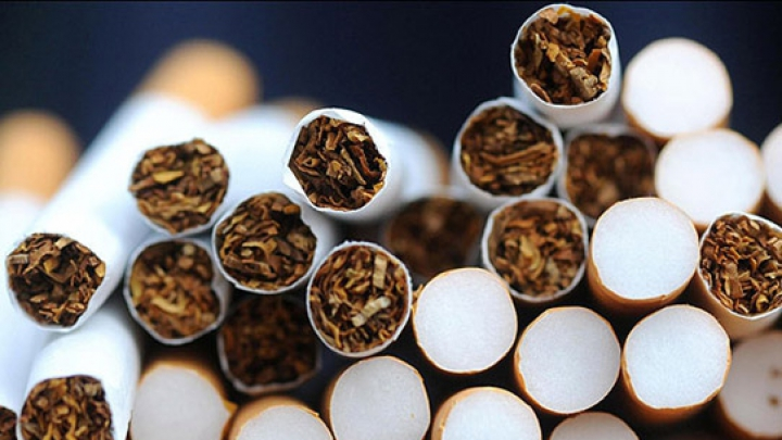 DESCINDERI în 14 locuinţe! Poliţiştii de frontieră au deconspirat o reţea de contrabandă cu ţigări