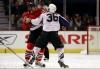 BĂTĂI ca în filme în meciurile din NHL. Jucătorii şi-au împărţit pumni pe banca de rezerve (VIDEO)