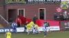 Scenă amuzantă la un meci de fotbal. Un jucător şi-a trântit adversarul ca la wrestling (VIDEO)