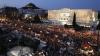 """""""Nu mai suportăm"""". Mii de greci au ieşit în Atena la o demonstrație anti-austeritate"""