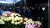 Florile s-au vândut ca pâinea caldă la piaţa din Calea Basarabiei (VIDEO)