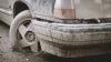 Ruginite, accidentate şi murdare. Maşinile abandonate pe străzile din Chişinău (FOTOREPORT)
