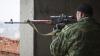 ÎMPUŞCAT ÎN DIRECT! Momentul în care un separatist este doborât de un lunetist ucrainean (VIDEO)