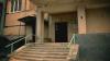 ''Scandal în fiecare noapte''. Narcomanii continuă să-şi facă de cap într-un bloc din capitală (CAMERA ASCUNSĂ)