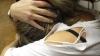 CLIPE DE COŞMAR pentru o adolescentă. A fost trasă de păr, umilită și pusă să își ceară iertare în genunchi (VIDEO)