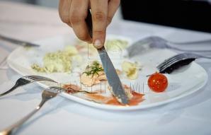 Mâncarea servită într-un local a fost DEZASTRUOASĂ. Am dreptul să nu plătesc nota?