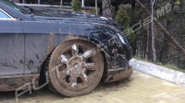 INCREDIBIL! Cum a fost distrusă o limuzină de lux într-o pădure din marginea Chişinăului